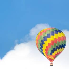 飘向天空的气球