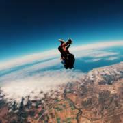 186:吓到腿软!这姑娘竟然在4000米的高空跳飞机?!